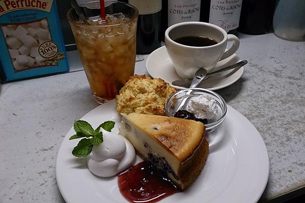 カフェリン特製チーズケーキとトアルコトラジャコーヒー